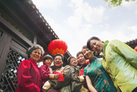 Chinese family wearing traditional clothes 11018043115| 写真素材・ストックフォト・画像・イラスト素材|アマナイメージズ