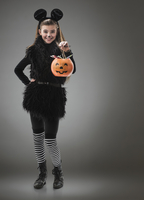 Caucasian girl wearing mouse costume for Halloween 11018049992| 写真素材・ストックフォト・画像・イラスト素材|アマナイメージズ