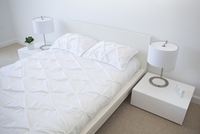 High angle view of bed and night tables in modern bedroom 11018053160| 写真素材・ストックフォト・画像・イラスト素材|アマナイメージズ