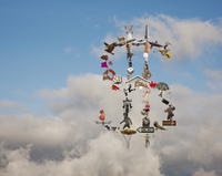 Variety of objects forming dollar sign in clouds 11018055582| 写真素材・ストックフォト・画像・イラスト素材|アマナイメージズ