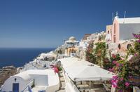 Santorini cityscape under blue sky, Cyclades, Greece 11018059043| 写真素材・ストックフォト・画像・イラスト素材|アマナイメージズ