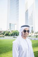 Middle Eastern businessman smiling, Dubai, Dubai Emirate, United Arab Emirates 11018059331| 写真素材・ストックフォト・画像・イラスト素材|アマナイメージズ