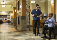 Nurse and patient talking in hospital waiting area 11018068630| 写真素材・ストックフォト・画像・イラスト素材|アマナイメージズ