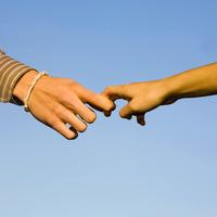 Japanese couple holding fingers 11018070855  写真素材・ストックフォト・画像・イラスト素材 アマナイメージズ
