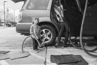 Caucasian preschooler boy helping clean car 11018071205| 写真素材・ストックフォト・画像・イラスト素材|アマナイメージズ