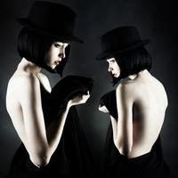 Double exposure of Caucasian woman wearing vintage clothing 11018071444| 写真素材・ストックフォト・画像・イラスト素材|アマナイメージズ