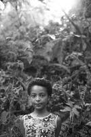 Smiling girl standing in forest 11018071779  写真素材・ストックフォト・画像・イラスト素材 アマナイメージズ