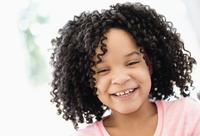 African American girl smiling 11018073052  写真素材・ストックフォト・画像・イラスト素材 アマナイメージズ