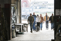 Workers entering door of workshop 11018073497| 写真素材・ストックフォト・画像・イラスト素材|アマナイメージズ