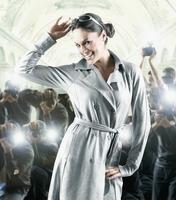 Hispanic female celebrity posing for photographers 11018074502| 写真素材・ストックフォト・画像・イラスト素材|アマナイメージズ