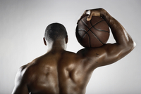 African basketball player holding basketball 11018074695  写真素材・ストックフォト・画像・イラスト素材 アマナイメージズ