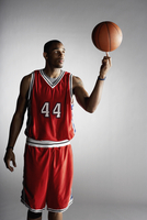 African basketball player spinning basketball 11018074701  写真素材・ストックフォト・画像・イラスト素材 アマナイメージズ