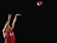 African basketball player shooting basketball 11018074734  写真素材・ストックフォト・画像・イラスト素材 アマナイメージズ