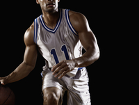 Mixed race basketball player bouncing basketball 11018074735  写真素材・ストックフォト・画像・イラスト素材 アマナイメージズ