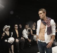 Caucasian model on runway in fashion show 11018078741| 写真素材・ストックフォト・画像・イラスト素材|アマナイメージズ