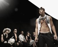 Mixed race model on runway in fashion show 11018078742| 写真素材・ストックフォト・画像・イラスト素材|アマナイメージズ