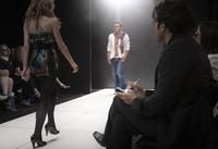 Caucasian models on runway in fashion show 11018078772| 写真素材・ストックフォト・画像・イラスト素材|アマナイメージズ