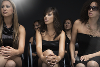 Elegant women watching fashion show 11018078777| 写真素材・ストックフォト・画像・イラスト素材|アマナイメージズ