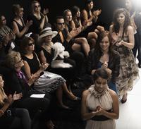 Models clapping on runway at fashion show 11018078784| 写真素材・ストックフォト・画像・イラスト素材|アマナイメージズ