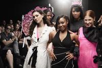 Models on runway in fashion show 11018078797| 写真素材・ストックフォト・画像・イラスト素材|アマナイメージズ