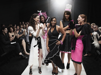 Models on runway in fashion show 11018078798| 写真素材・ストックフォト・画像・イラスト素材|アマナイメージズ