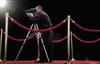 Chinese cameraman with camera on red carpet 11018079236| 写真素材・ストックフォト・画像・イラスト素材|アマナイメージズ