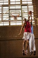 Men playing basketball 11018079419  写真素材・ストックフォト・画像・イラスト素材 アマナイメージズ