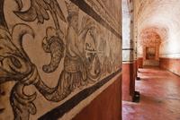 Decoration on cloister wall 11018080670| 写真素材・ストックフォト・画像・イラスト素材|アマナイメージズ