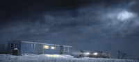 Man and car parked by illuminated trailer 11018082693  写真素材・ストックフォト・画像・イラスト素材 アマナイメージズ
