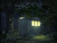 Illustration of illuminated shed in garden 11018082695| 写真素材・ストックフォト・画像・イラスト素材|アマナイメージズ