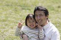 父親と娘 11019004131| 写真素材・ストックフォト・画像・イラスト素材|アマナイメージズ