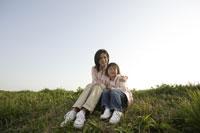 母と娘 11019004145| 写真素材・ストックフォト・画像・イラスト素材|アマナイメージズ