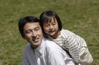 父親と娘 11019004176| 写真素材・ストックフォト・画像・イラスト素材|アマナイメージズ