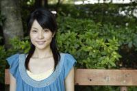 20代日本人女性 11019004342| 写真素材・ストックフォト・画像・イラスト素材|アマナイメージズ
