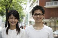 20代日本人カップル 11019004388| 写真素材・ストックフォト・画像・イラスト素材|アマナイメージズ