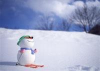 スキーをするスノーマン