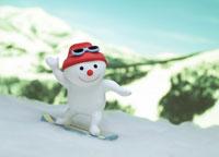 スノーボードをするスノーマン
