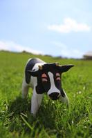 草原と牛 クラフト 11019015878| 写真素材・ストックフォト・画像・イラスト素材|アマナイメージズ