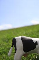 草原と牛 クラフト 11019015879| 写真素材・ストックフォト・画像・イラスト素材|アマナイメージズ