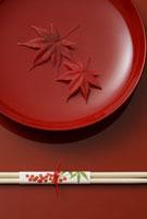漆器と箸 11019016319| 写真素材・ストックフォト・画像・イラスト素材|アマナイメージズ