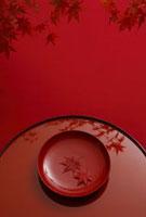 盆と漆器 11019016321| 写真素材・ストックフォト・画像・イラスト素材|アマナイメージズ