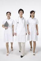 医師とナース 11019016464| 写真素材・ストックフォト・画像・イラスト素材|アマナイメージズ