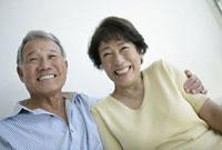 笑顔のシニア夫婦 11019017125| 写真素材・ストックフォト・画像・イラスト素材|アマナイメージズ