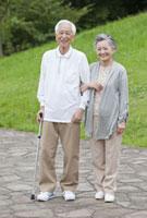 笑顔のシニア夫婦 11019017969| 写真素材・ストックフォト・画像・イラスト素材|アマナイメージズ