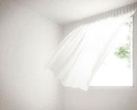 風で揺れるカーテン CG 11019020027| 写真素材・ストックフォト・画像・イラスト素材|アマナイメージズ