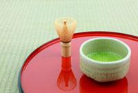 抹茶と茶筅 11019022902| 写真素材・ストックフォト・画像・イラスト素材|アマナイメージズ