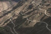 カーブする山道 チベット