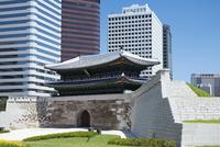 復元された南大門・崇礼門 ソウル 11019029624| 写真素材・ストックフォト・画像・イラスト素材|アマナイメージズ