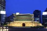 復元された南大門・崇礼門の夜景 ソウル