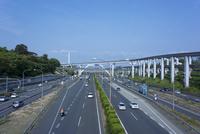 万博記念公園駅 大阪モノレールと高速道路